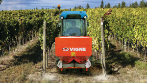 VIGNE-fertilizer-spreaders-for-localized-spreading-vineyard-orchards